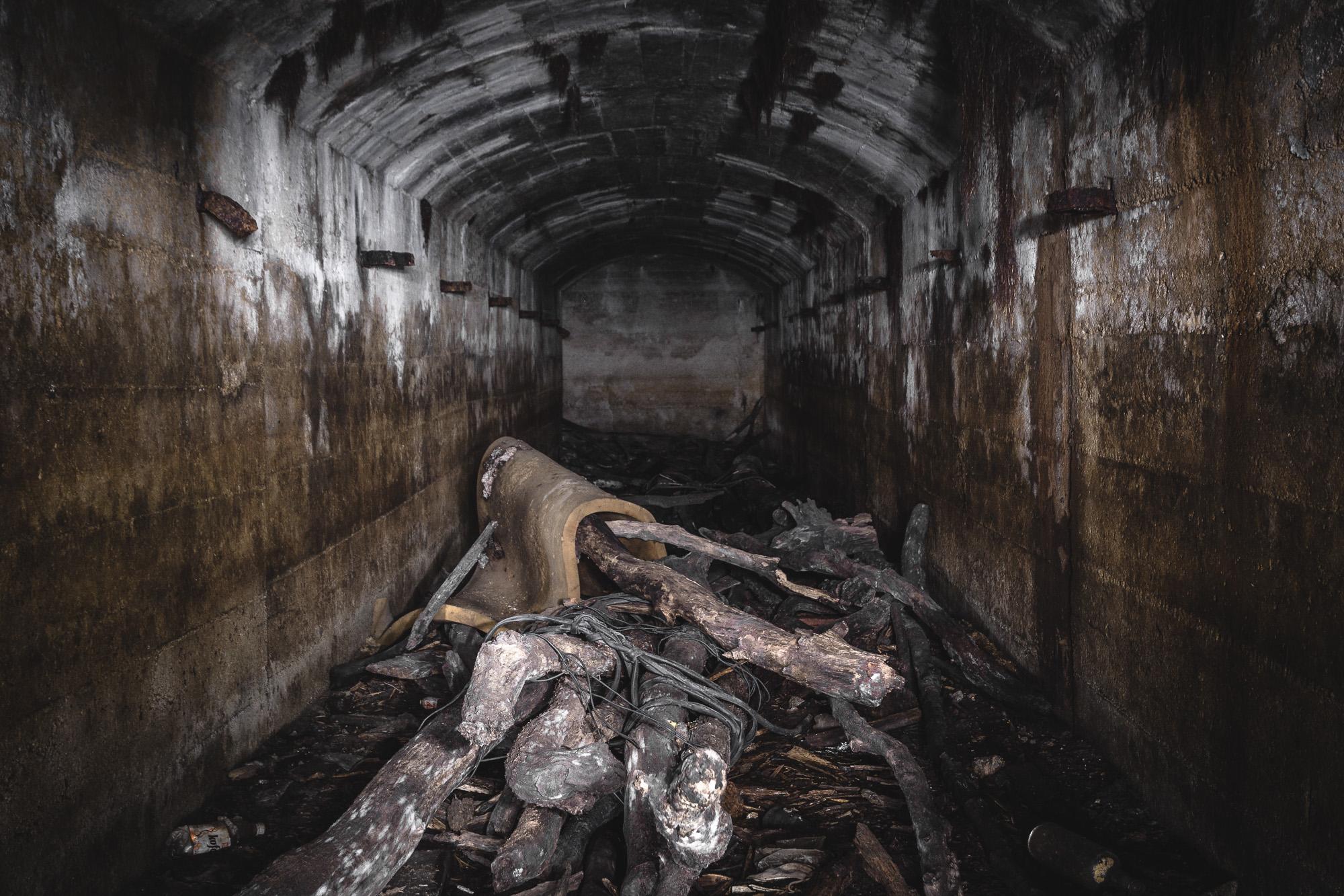 Malé vstupy do vojenských bunkrov ukrývajú v podzemí veľké sály